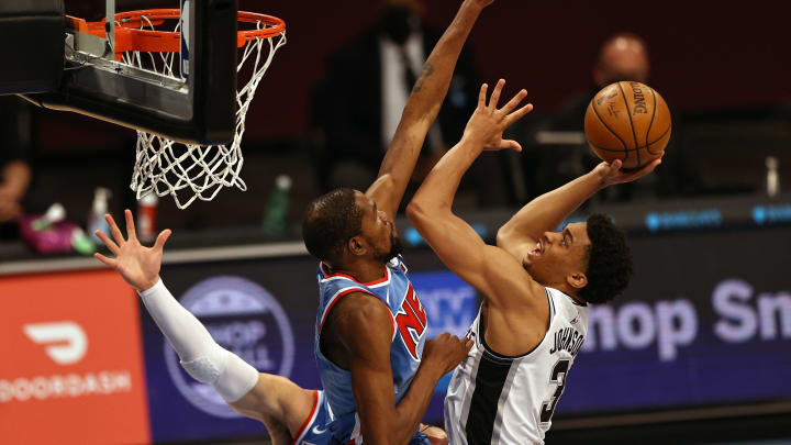 Keldon Johnson, Kevin Durant - San Antonio Spurs v Brooklyn Nets