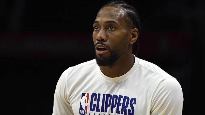 LOS ANGELES, CA - OCTOBER 31: Kawhi Leonard #2 of the Los Angeles Clippers warms up before the basketball game against against San Antonio Spurs at Staples Center on October 31, 2019 in Los Angeles, California. NOTE TO USER: User expressly acknowledges and agrees that, by downloading and/or using this Photograph, user is consenting to the terms and conditions of the Getty Images License Agreement.  (Photo by Kevork Djansezian/Getty Images)