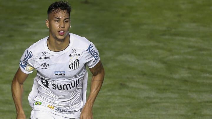 Atacante dificilmente vai renovar contrato na Vila