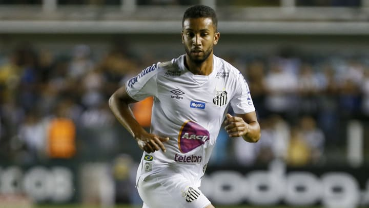 Lateral chega ao Palmeiras depois de duas passagens apagadas na Europa