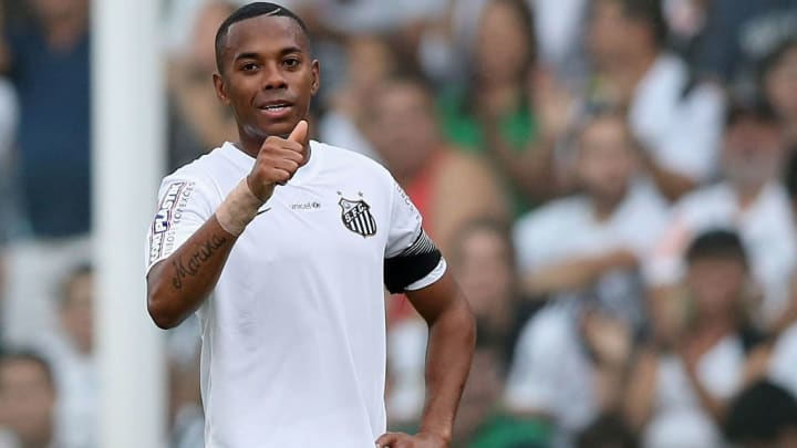 Santos v Cruzeiro - Brasileirao Series A 2015