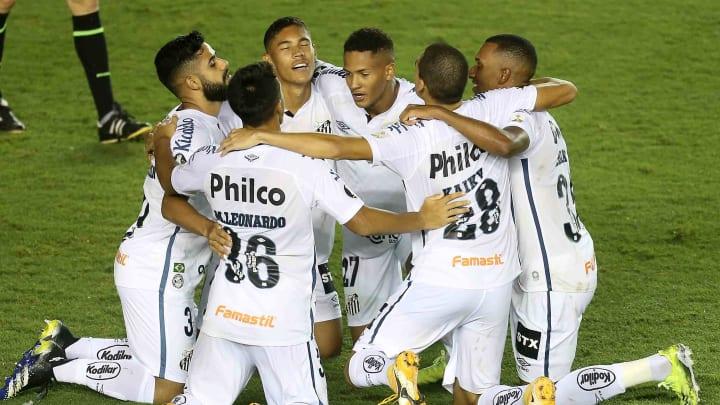 Temporada mal começou, mas Peixe já jogou decisões pela Libertadores