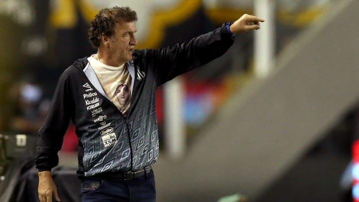 Cuca pede permanência de Luan Peres e Lucas Veríssimo e destaca importância da dupla para decisão da Libertadores.