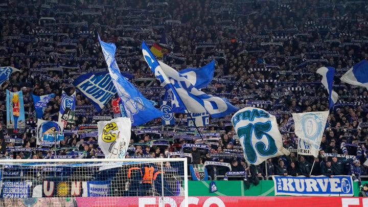 Die Schalker wollen in der schwersten Krise noch enger zusammenrücken
