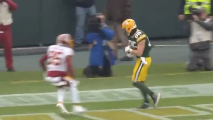 Aaron Rodgers hit tight end Robert Tonyan for a touchdown to extend the Packers' lead.