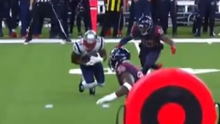 Mohamed Sanu falls short of marker on third down and drops pass on fourth down vs Texans.