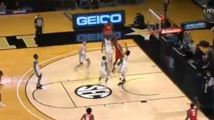 Georgia Bulldogs star Anthony Edwards flashed some ridiculous athleticism on this dunk.