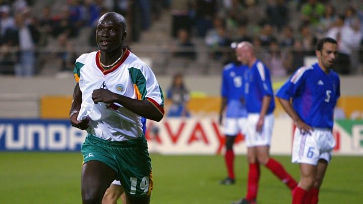 Papa Bouba Diop bei seinem Tor zum WM-Auftakt 2002 gegen Frankreich