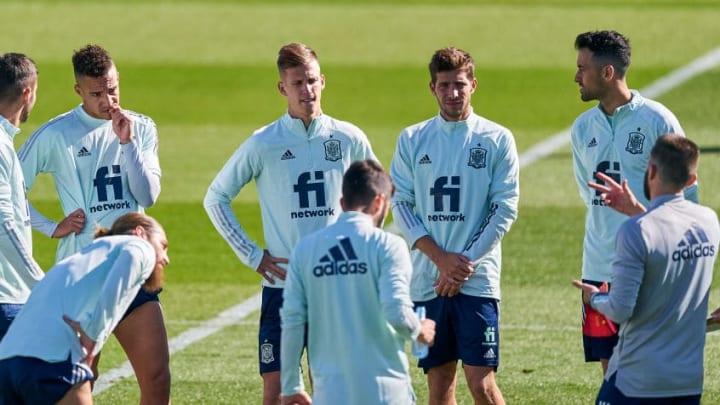 luis Enrique head coach, Rodrigo Moreno, Dani Olmo, Sergi Roberto, Sergio Busquets