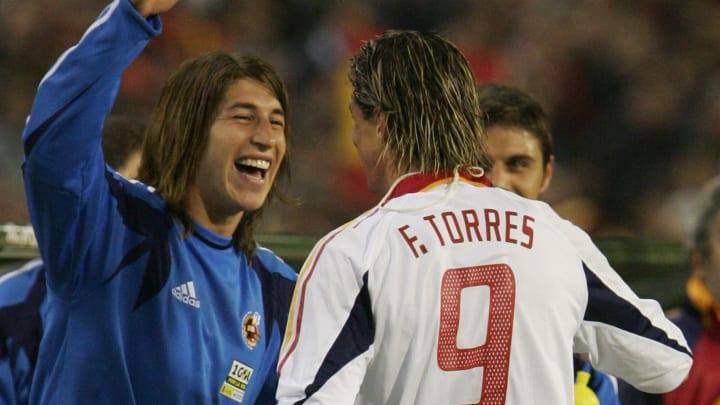 Spain's Anthonio Torres (C) Sergio Ramos