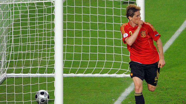 Gerade hat Fernando Torres das 1:0 im EM-Finale 2008 erzielt - und Spanien zum zweiten Mal zum Europameister gemacht