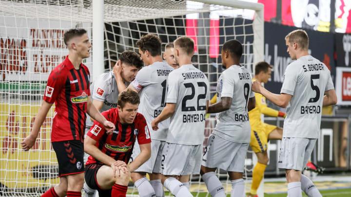 Die Spieler von Bayer Leverkusen bejubeln das Tor von Kai Havertz