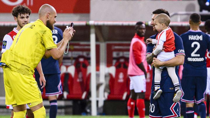 Reims - PSG : Oscar Garcia n'en veut pas à Rajkovic pour sa photo avec Messi