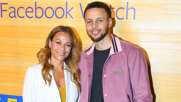 Stephen Curry es acompañado por su madre Sonya a diversos eventos