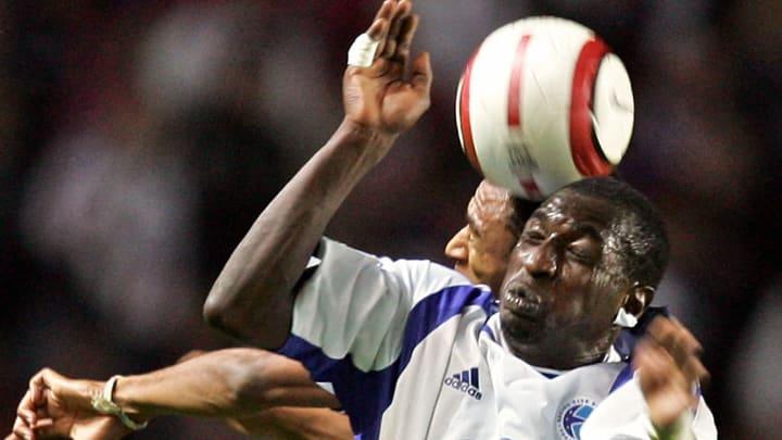 Strasbourg's Senegalese Mamadou Niang (R