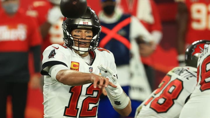 Super Bowl 55 halftime odds have the Tampa Bay Buccaneers favored to defeat the Kansas City Chiefs.