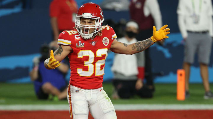 Tyrann Mathieu reveals his new jersey number while replying to fans on Twitter.