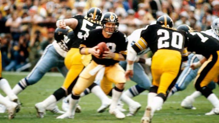 Terry Bradshaw threw four touchdowns to defeat the Cowboys.