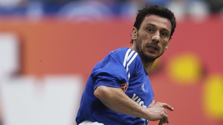 Sven Kmetsch of FC Schalke 04