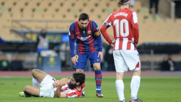 Bilbaos Villalibre kurz nach dem Faustschlag von Lionel Messi