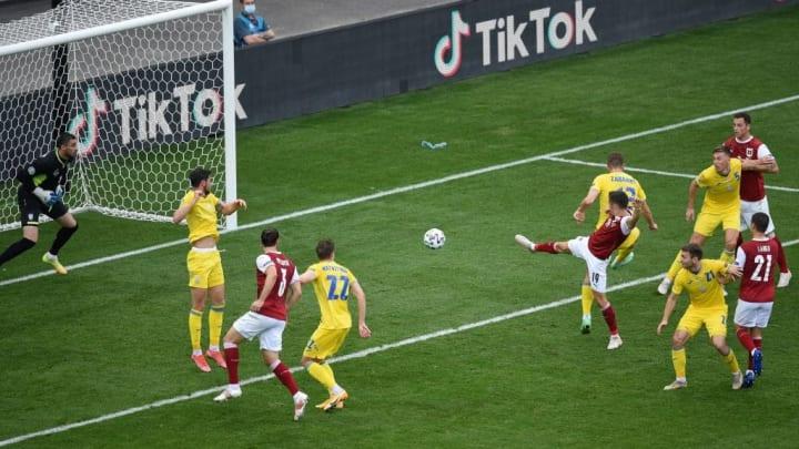 TOPSHOT-FBL-EURO-2020-2021-MATCH30-UKR-AUT