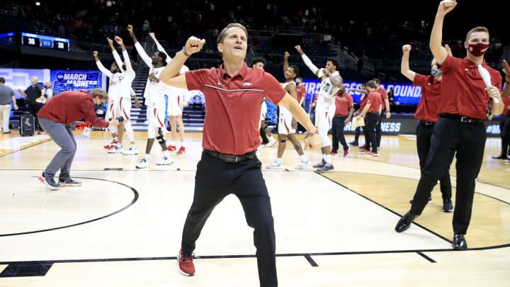 Eric Musselman celebrates Arkansas making the Sweet 16.