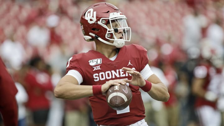 2021 Heisman Odds by player include the betting favorite, Oklahoma Sooners QB Spencer Rattler.