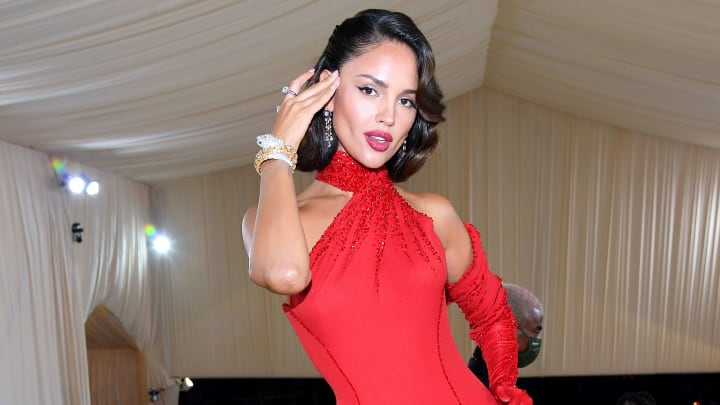 Eiza Gonzalez impactó con una vestimenta que a muchos les evocó a  María Félix