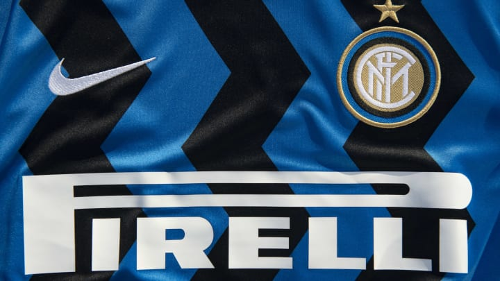 Il logo Pirelli sulla maglia dell'Inter
