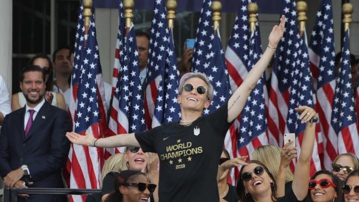Megan Rapinoe in trionfo dopo i Mondiali 2019