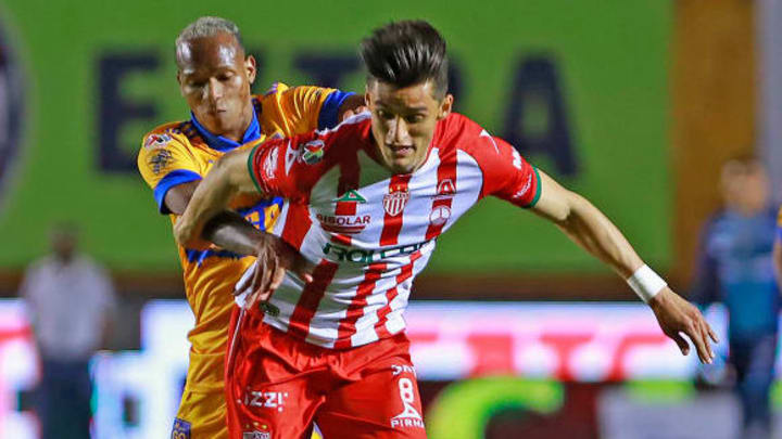 Fernando Arce del Necaxa ya vio una tarjeta roja en este semestre.