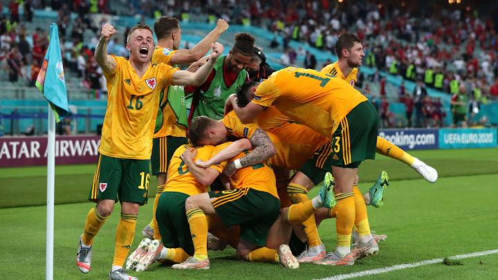 Jubel-Ekstase bei den Walisern: Nach dem 2:0 gegen die Türkei befinden sich Bale und Co. schon fast im Achtelfinale