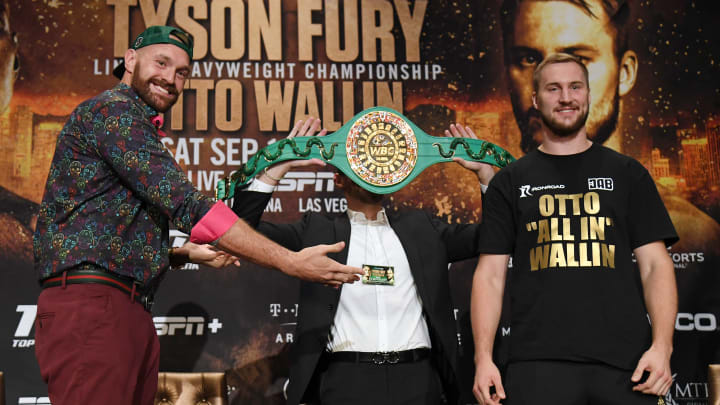 LAS VEGAS, NEVADA - SEPTEMBER 11:  Boxers Tyson Fury (L) and Otto Wallin pose during a news conference at MGM Grand Hotel & Casino on September 11, 2019 in Las Vegas, Nevada. The two will meet in a heavyweight bout on September 14 at T-Mobile Arena in Las Vegas.  (Photo by Ethan Miller/Getty Images)