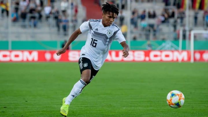 Agu debütierte im September 2019 für die U21-Nationalelf und bereitete direkt einen Treffer vor
