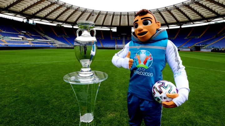 El trofeo de la Eurocopa resultó afectado en vivo