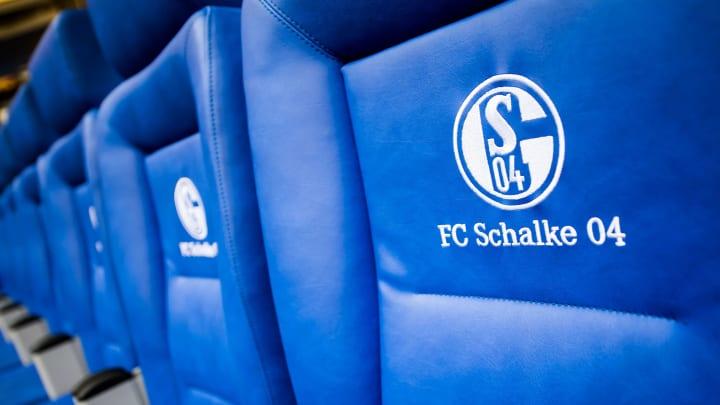 Schalke baut intern um