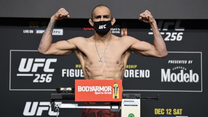 Tony Ferguson vs Beneil Dariush UFC 262 lightweight title bout odds, prediction, fight info, stats, stream and betting insights.
