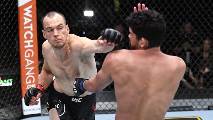 Pros Medic vs Jalin Turner UFC 266 lightweight bout odds, prediction, fight info, stats, stream and betting insights.