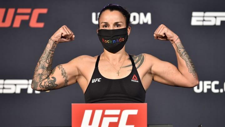 Pannie Kianzad vs Raquel Pennington UFC Vegas 37 women's bantamweight bout odds, prediction, fight info, stats, stream and betting insights.
