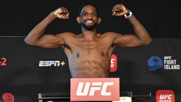Neil Magny vs Geoff Neal UFC Vegas 26 welterweight bout odds, prediction, fight info, stats, stream and betting insights.