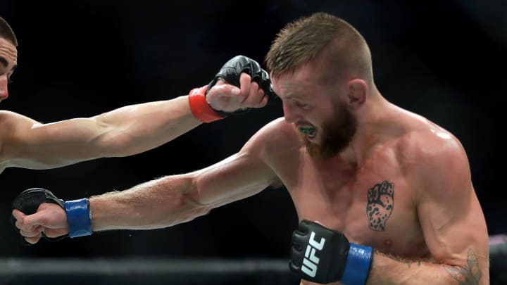 Tim Elliott is favored over Brandon Royval according to the latest UFC Fight Night 176 odds.