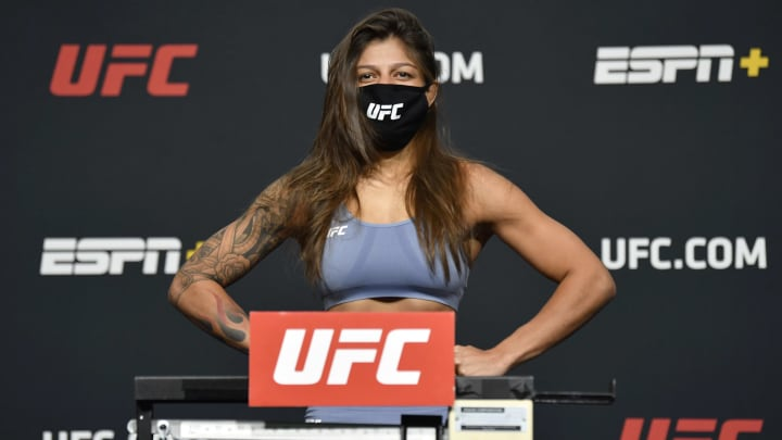 Manon Fiorot vs Mayra Bueno Silva UFC 266 flyweight bout odds, prediction, fight info, stats, stream and betting insights.