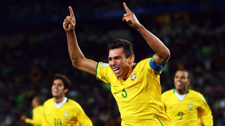 Com ídolos de Manchester City, Roma, Barcelona e Seleção Brasileira: lembre de 9 superestrelas do futebol que se aposentaram em 2020.