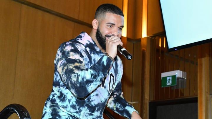 Drake rapping.