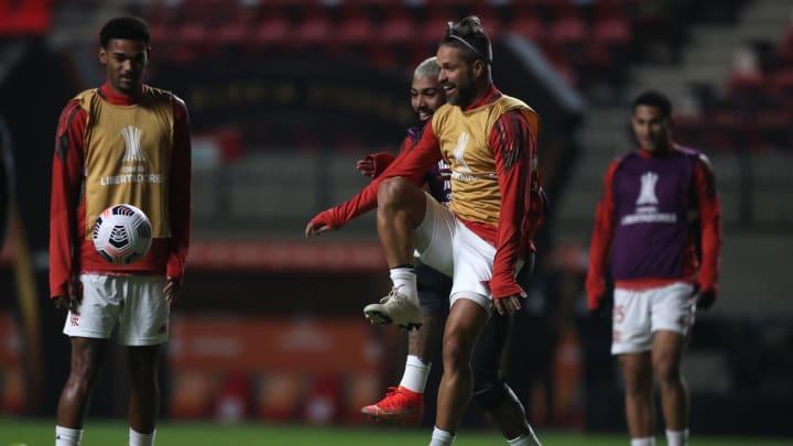 Diego é uma das ausências do Mengão para o duelo na Argentina