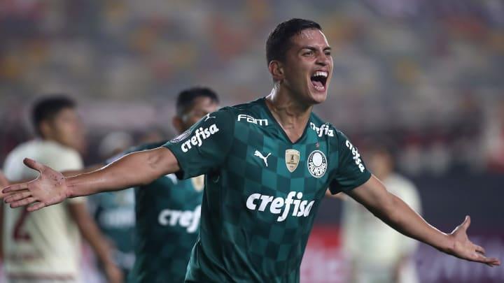 Renan, de apenas 18 anos, anotou o gol da vitória do Palmeiras