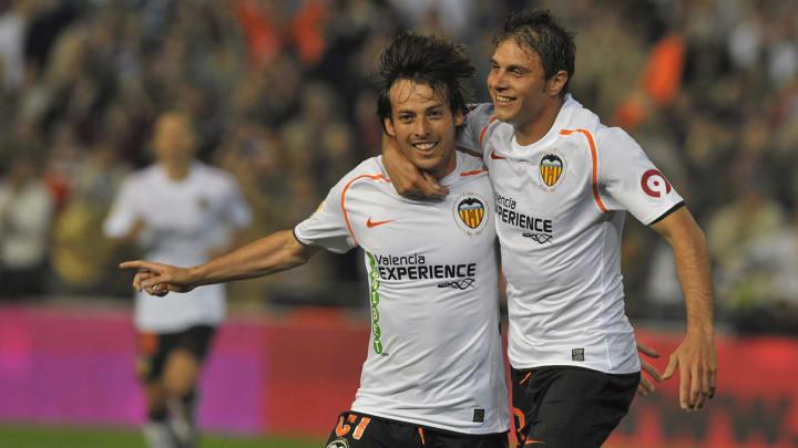 Silva celebra junto a Joaquin un gol con el Valencia CF
