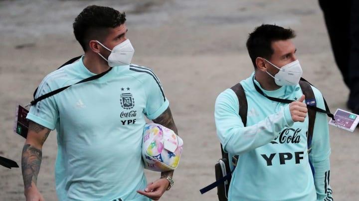 Rodrigo De Paul y Lionel Messi, se bajaron del avión y cambiaron de club.
