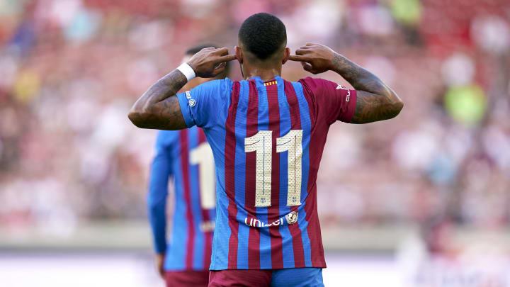 Memphis Depay celebrando su segundo gol con la camiseta del Barça