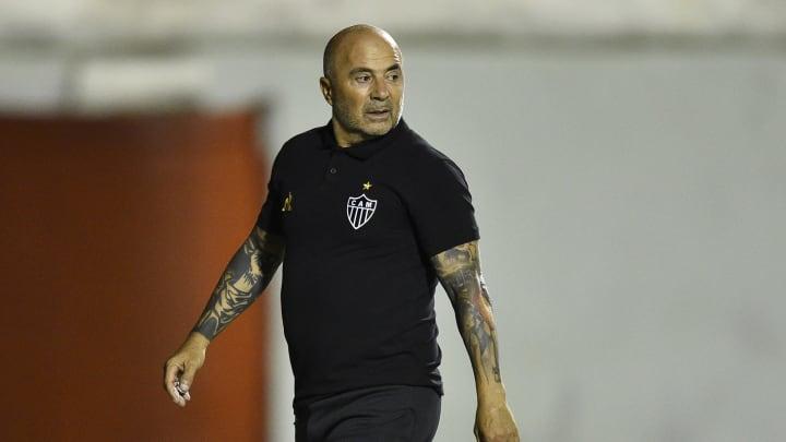 Jorge Sampaoli a coaché l'Atletico Mineiro de 2020 à aujourd'hui, pour un bilan de 25 victoires, 9 nuls et 10 défaites